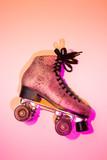 Retro różowy glittery roller skate - projekt układu plakatu - 182534749