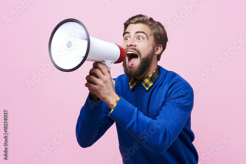 Fotomural Man yelling into a megaphone ..