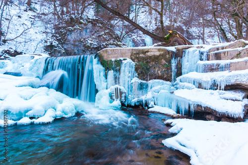 Foto op Plexiglas Panoramafoto s Frozen waterfall