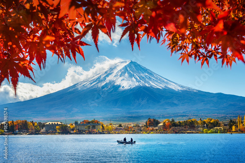 Montage in der Fensternische Japan Autumn Season and Mountain Fuji at Kawaguchiko lake, Japan.