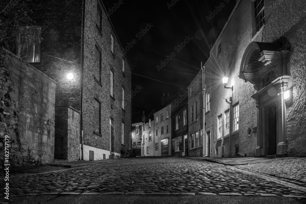 Fototapeta An old cobbled street in Durham city