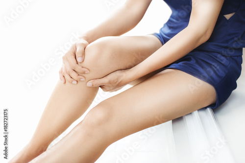 Fotografiet  woman runner suffering from knee pain sit on the floor