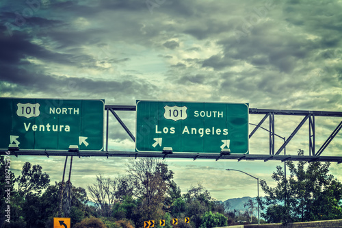 Poster Los Angeles Los Angeles exit sign in 101 freeway