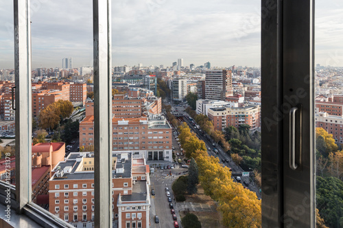 Foto op Plexiglas New York TAXI Autumnal views of Madrid from the viewpoint of the Moncla Lighthouse