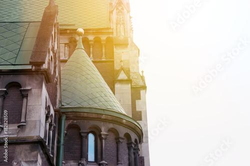 piekny-budynek-kosciol-katolicki-styl-neogotycki-budynek
