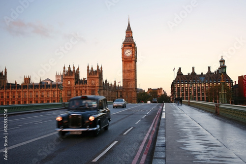 Photo  Scene of Westminster Bridge seen from South Bank, quiet morning fast moving motion blurred taxi present