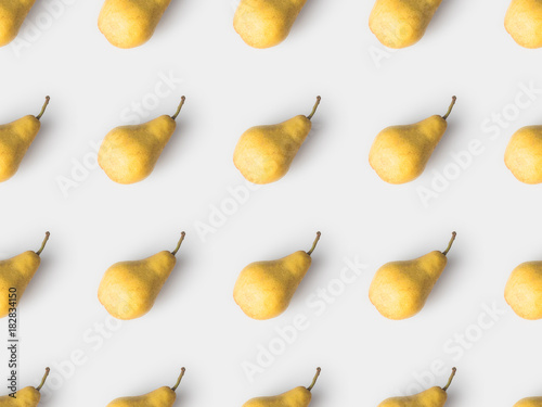 Cuadros en Lienzo repetitive pattern of yellow pears isolated on white