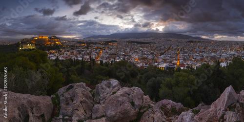Plakat Widok akropol od Filopappou wzgórza przy wschodem słońca, Grecja.