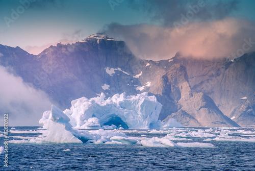 grenlandia-niesamowita-gora-lodowa-na-morzu-wciaz-mozemy-to-zobaczyc-przed-calkowita-zmiana-klimatu
