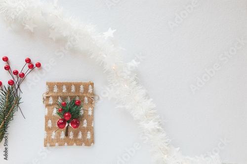 sfondo bianco per Natale con palline a addobbi Canvas Print