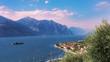 Gardasee, Brenzone, die kleinen Insel Trimellone und Bergen im Hintergrund