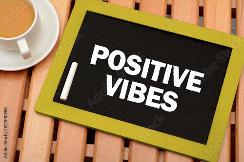 Photo  Positive Vibes Message on chalkboard with cup of tea