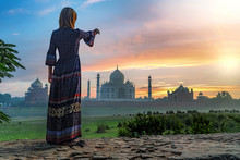 Beautiful Girl Points To Taj M...