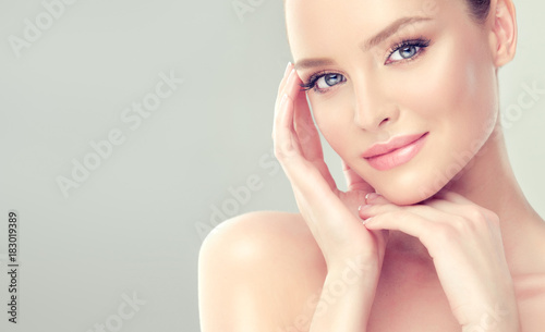 Fototapeta Beautiful Young Woman with Clean Fresh Skin look away .Girl beauty face care. Facial treatment . Cosmetology , beauty and spa .  obraz