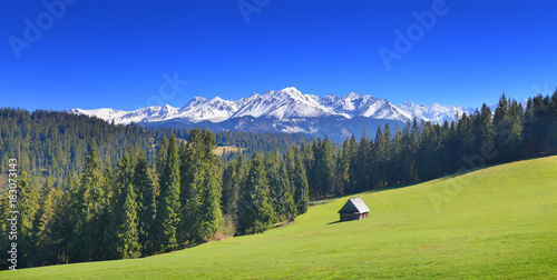 Montage in der Fensternische Dunkelblau Sunny summer day in Alps