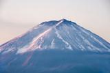 Zakończenie góra Fuji z pokrywą śnieżną w ranku w Kawaguchiko - 183077130