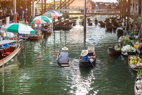 Photo  Damnoen Saduak floating market in Ratchaburi near Bangkok, Thailand
