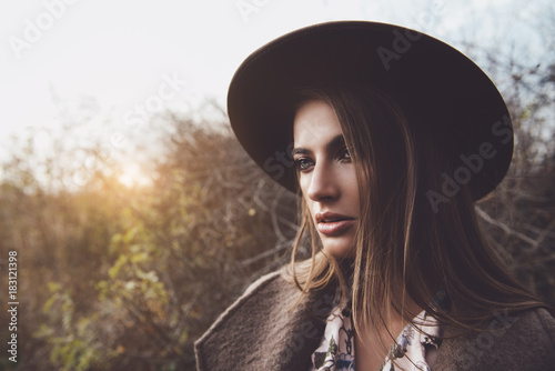 Poster Gypsy woman in hat