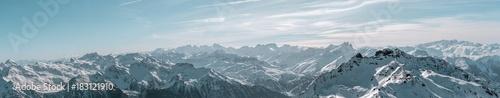Fotografia Panorama of alpine landscape covered in snow
