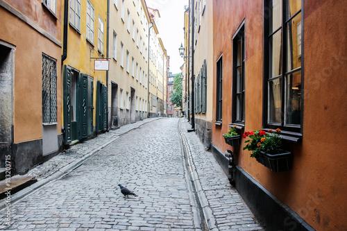 Plakat budynki w starym mieście stockholm