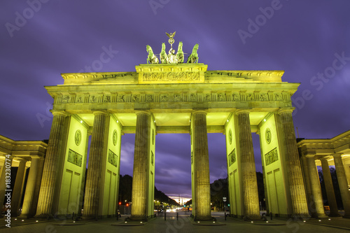 Photo  Brandenburg gate (Brandenburger Tor) in Berlin at sunset
