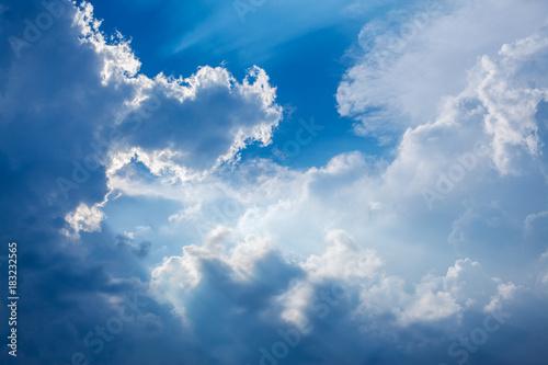 Obraz Dramatic clouds in sky with sun beams - fototapety do salonu