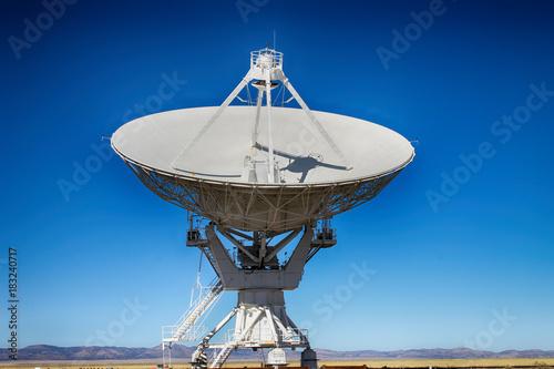 Cuadros en Lienzo A  radio telescope from the VLA in New Mexico