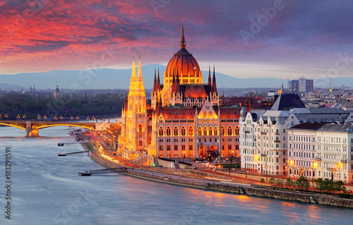 Photo  Hungarian parliament, Budapest at sunset