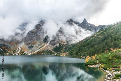 zachmurzone-szczyty-nad-jeziorem-mnich-nad-morskim-okiem