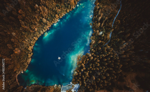 Poster Marron chocolat mountain lake aerial view