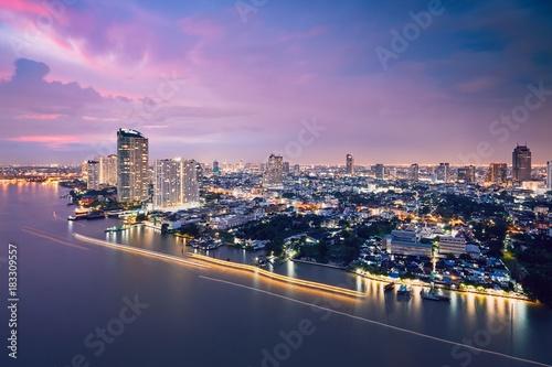 Photo  Bangkok skyline during dusk