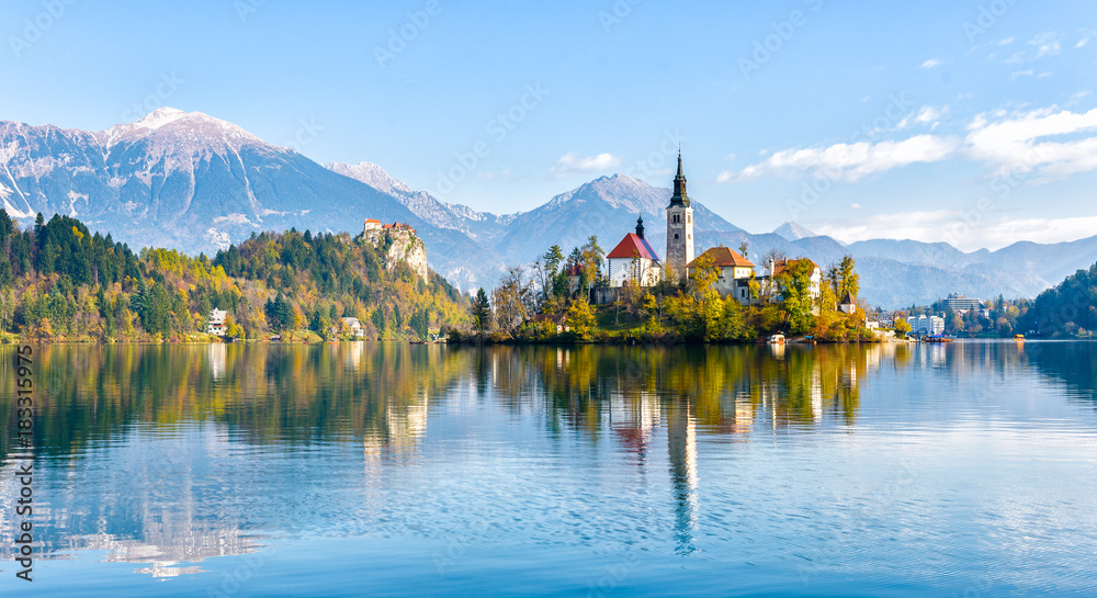 Fototapety, obrazy: Lake Bled Slovenia. Beautiful mountain lake with small Pilgrimage Church.