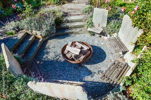 Gartengestaltung Sitzgruppe Aus Stein Mit Feuerstelle Von Oben