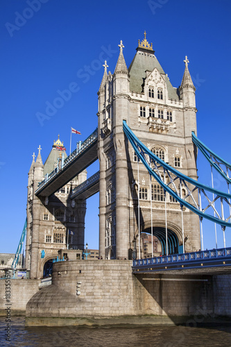 Photo  Tower Bridge on the River Thames in Tower Hamlets London England UK