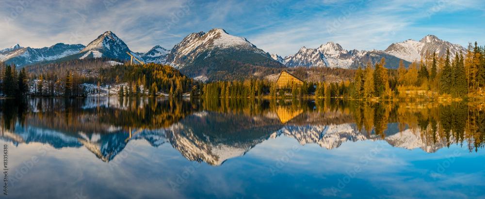 Fototapety, obrazy:  Panorama of high resolution mountain lake Strbske Pleso in Slovakia, lake in winter scenery