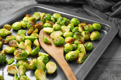 Stickers pour portes Bruxelles Baking sheet with roasted brussel sprouts on table, closeup