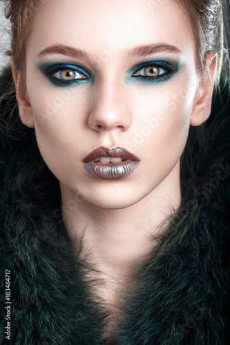 Beauty Face Beautiful Model Girl With The Beautiful Makeup The Green Tones Beautiful Young Woman Sensual Model Girl With Beautiful Green Eyes Fashion Portrait Kaufen Sie Dieses Foto Und Finden Sie Ahnliche