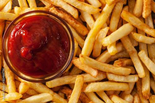 Fotografía  Delicious french fries and ketchup - top view