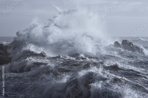 Fotografía  Rough sea on the coast