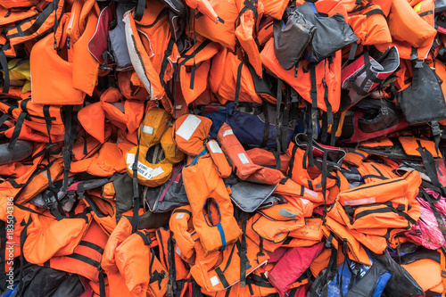 Foto Hochsee Rettungsweste von Flüchtlingen getragen auf dem Meer