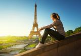 Fototapeta Fototapety Paryż - girl looking at the Eiffel tower in sunrise time, Paris