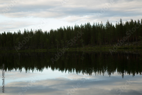 Fotobehang Bergen Lake in Northern Sweden, reflection