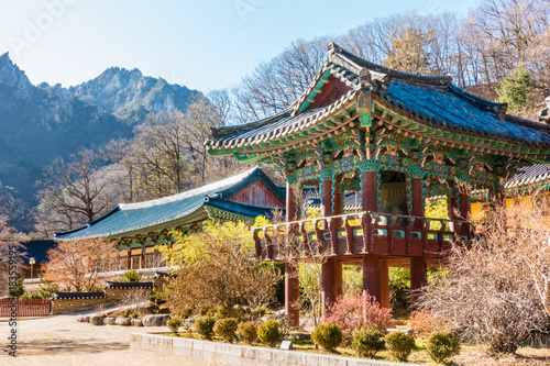 Valokuva  Sinheungsa temple is situated on the slopes of Seoraksan in Sokcho, Gangwon Province, South Korea