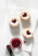 Linzer Cookies With Raspberry ...