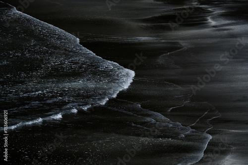 Valokuva  plage de sable noir volcanique aux ïle Féroé - Faroe Islands