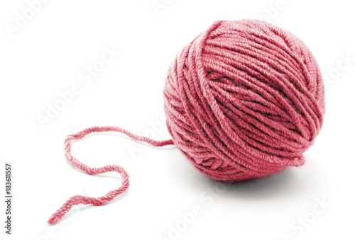 Fotomural Ball of yarn on white background