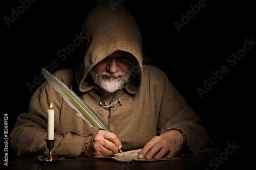 geheimnisvoller Mönch schreibt Brief Canvas-taulu