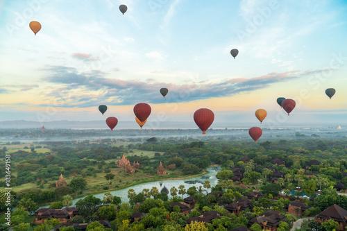 Poster Montgolfière / Dirigeable Hot Air Ballons Flying Over Bagan, Myanmar