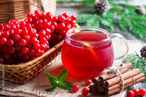 Valokuva  Hot tea viburnum. Tea viburnum in a glass cup.