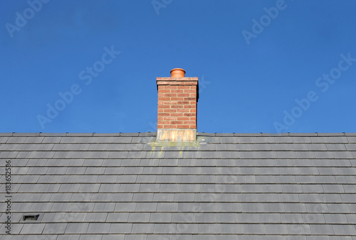 Photo Gray tile roof and chimney